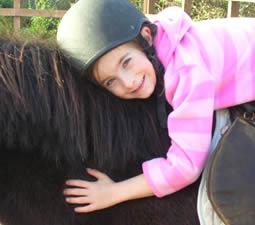 Balade à poney, à Island View Riding Stable, pour une jeune fille.